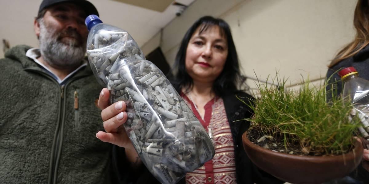 Es uno de los desechos que más arrojan las personas: proyecto obliga a instalar ceniceros para reciclaje de colillas de cigarrillos