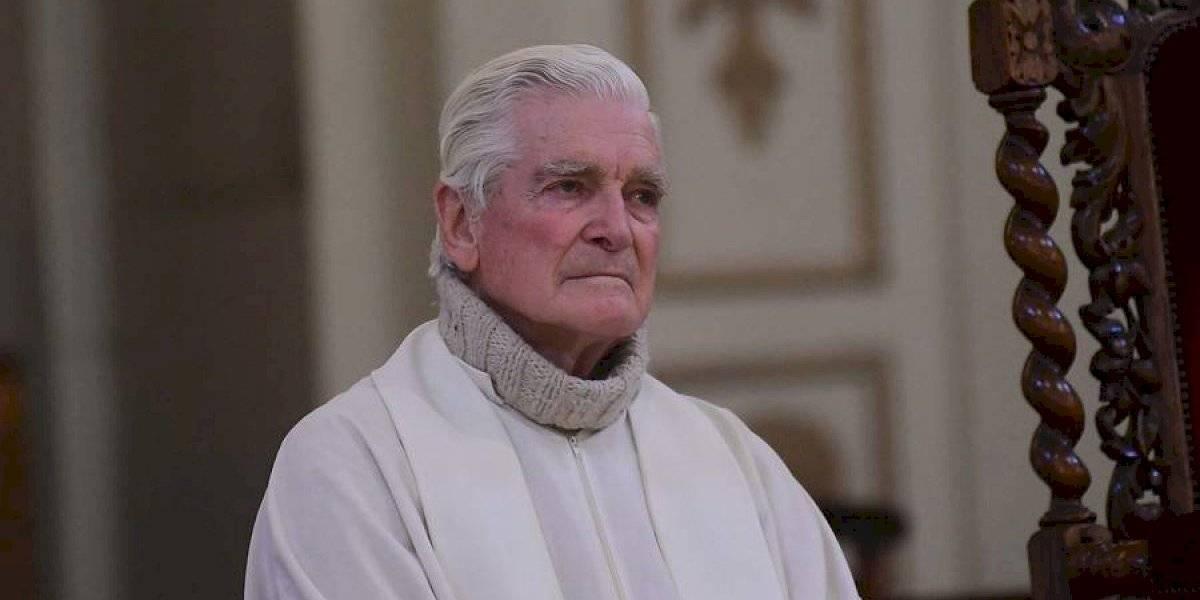 Asistente a funeral del sacerdote Mariano Puga dio positivo: llaman a cuarentena