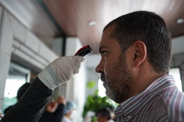 Controles por coronavirus en aeropuertos