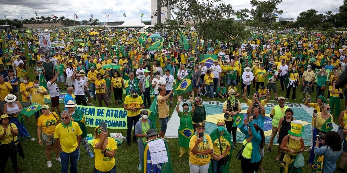 Manifestantes pró-governo fazem marchas e carreatas em cidades do país