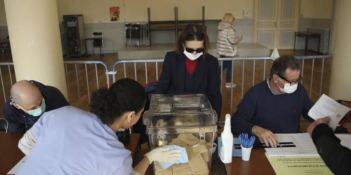 Francia realiza elecciones pese a brote de coronavirus