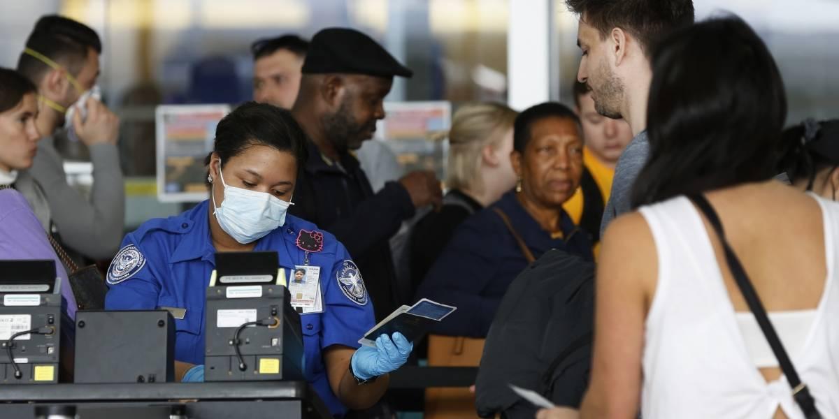 Viajeros aprovechan boletos baratos sin importar coronavirus