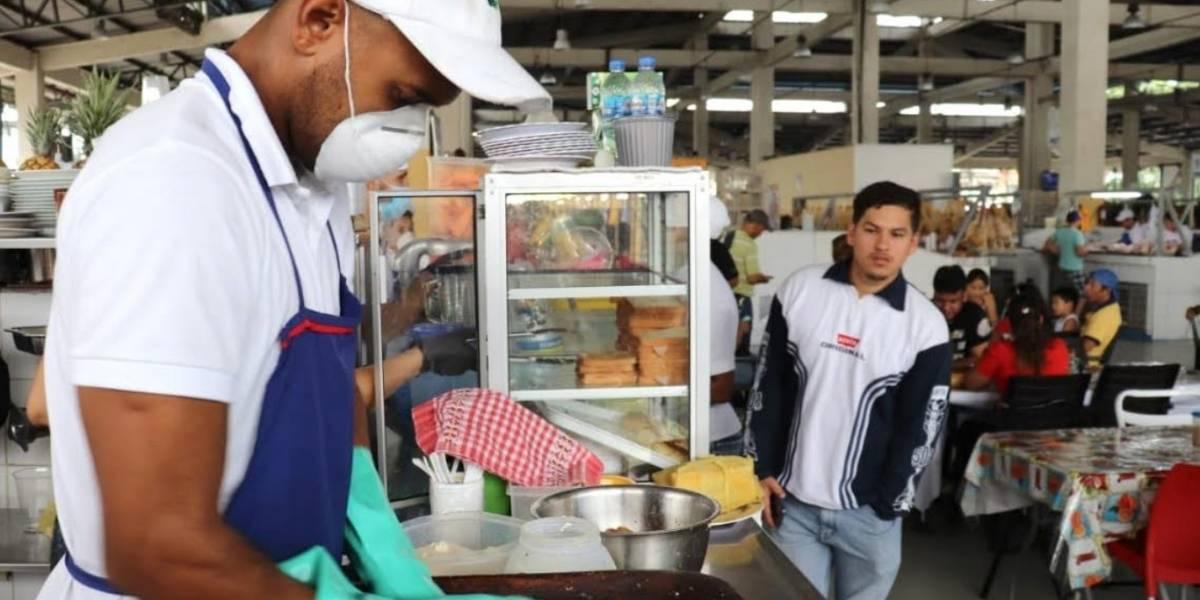 Mercados Municipales en Guayaquil laboran con estrictas normas de higiene