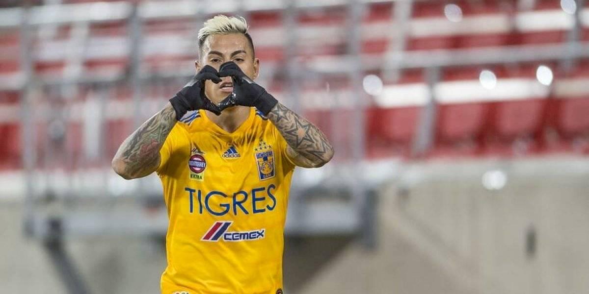 Vargas volvió a convertir por Tigres y celebró ante Romo y Sagal en la Liga MX