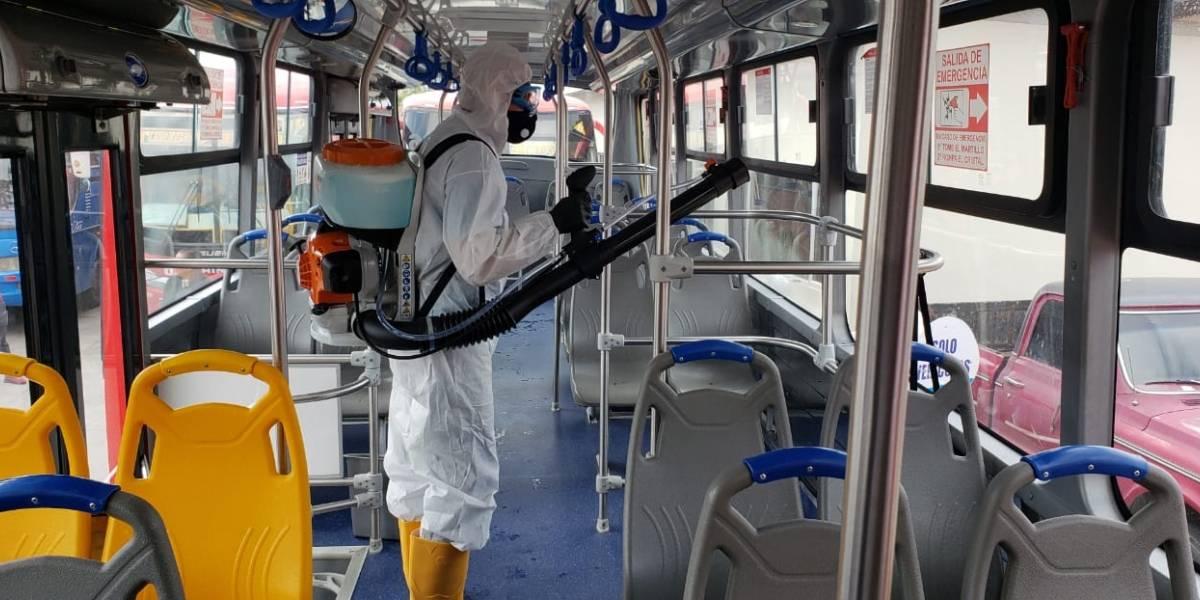 Buses en Cuenca se sometieron a fumigación