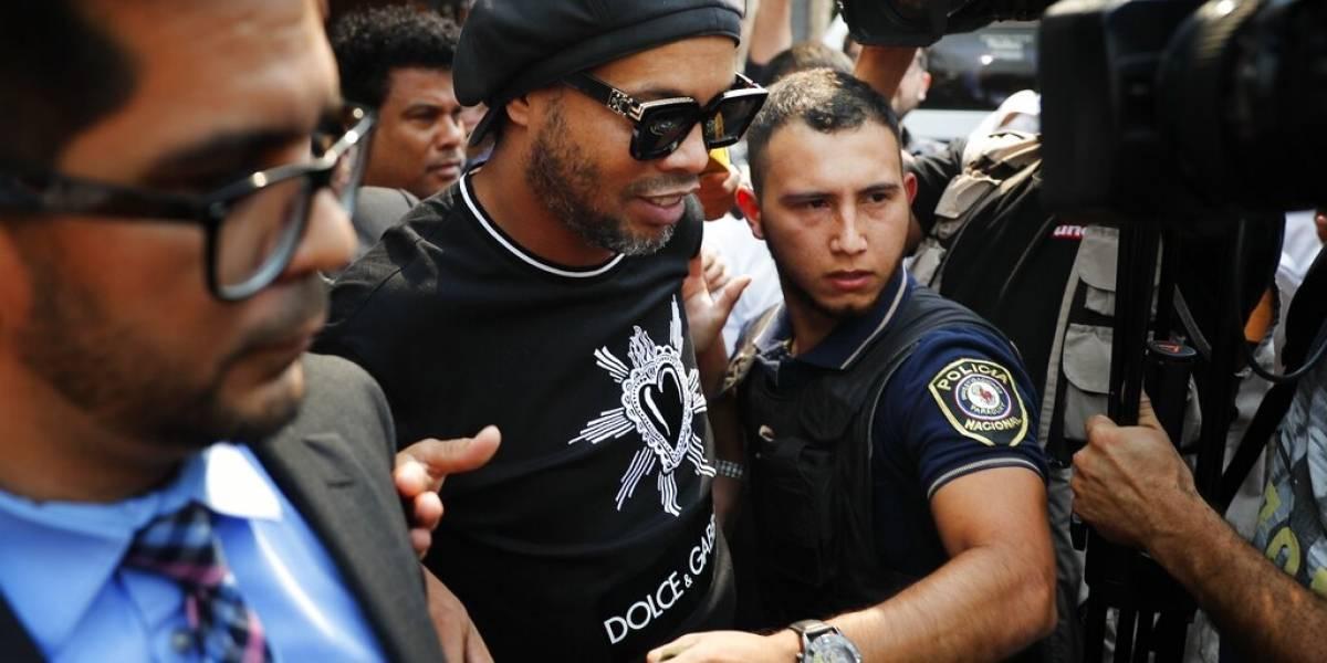 No dio resultado: Ronaldinho ofreció US$ 1,6 millones como fianza para salir de la cárcel de Paraguay
