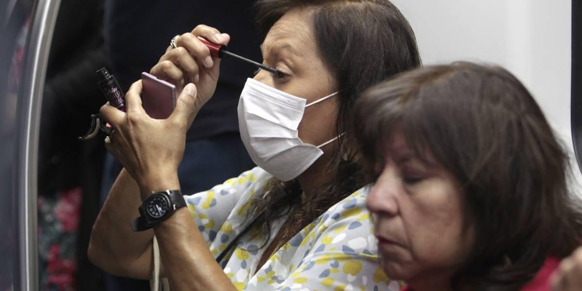 A pesar de estar agotadas en las farmacias: primera semana de coronavirus en fase 3 partió sin uso masivo de mascarillas en el Metro