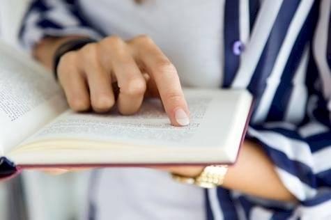 Escritores regalan sus libros