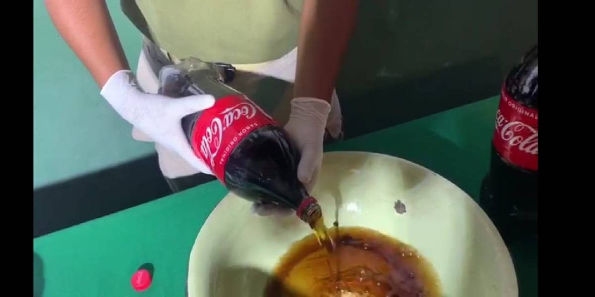 """""""No era Coca-Cola, era cocaína"""": Carabineros identifica curiosa forma de traslado de drogas"""