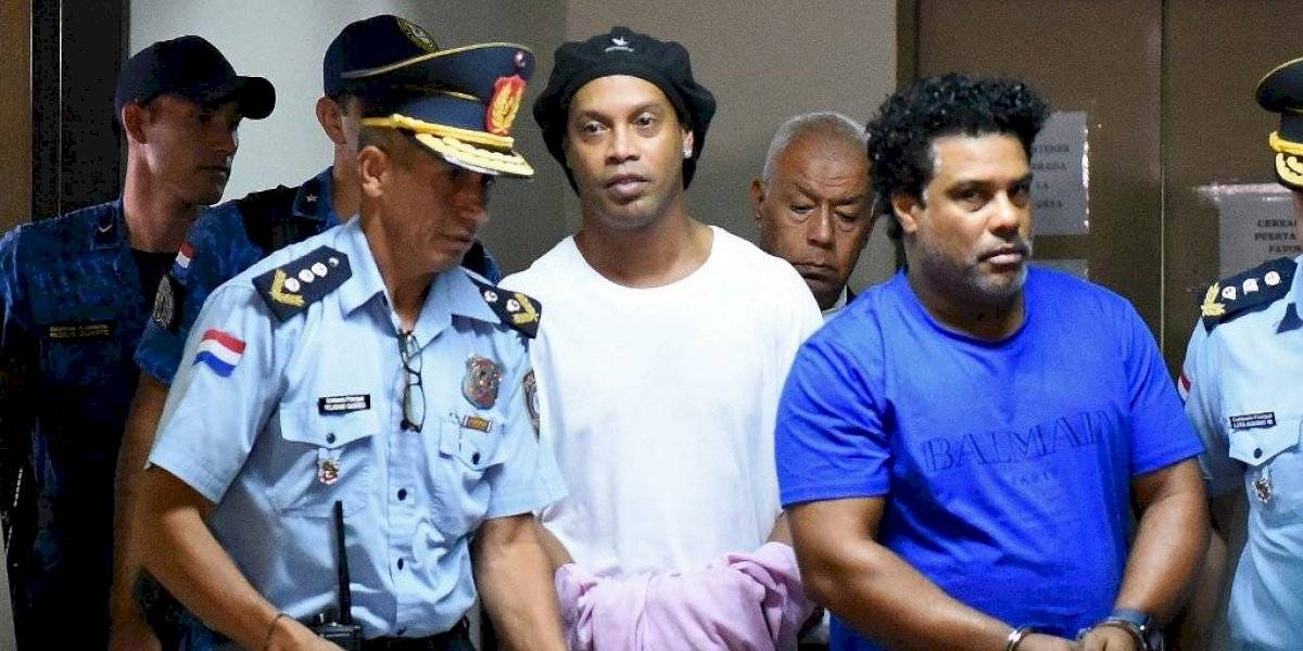 Amigo de Ronaldinho lo visita en la cárcel y el astro le dice algo determinante