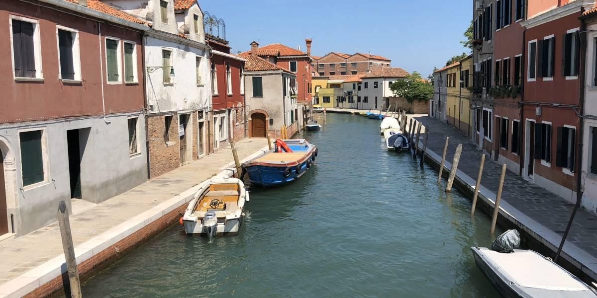 Quarentena deixa águas cristalinas nos canais de Veneza, Itália