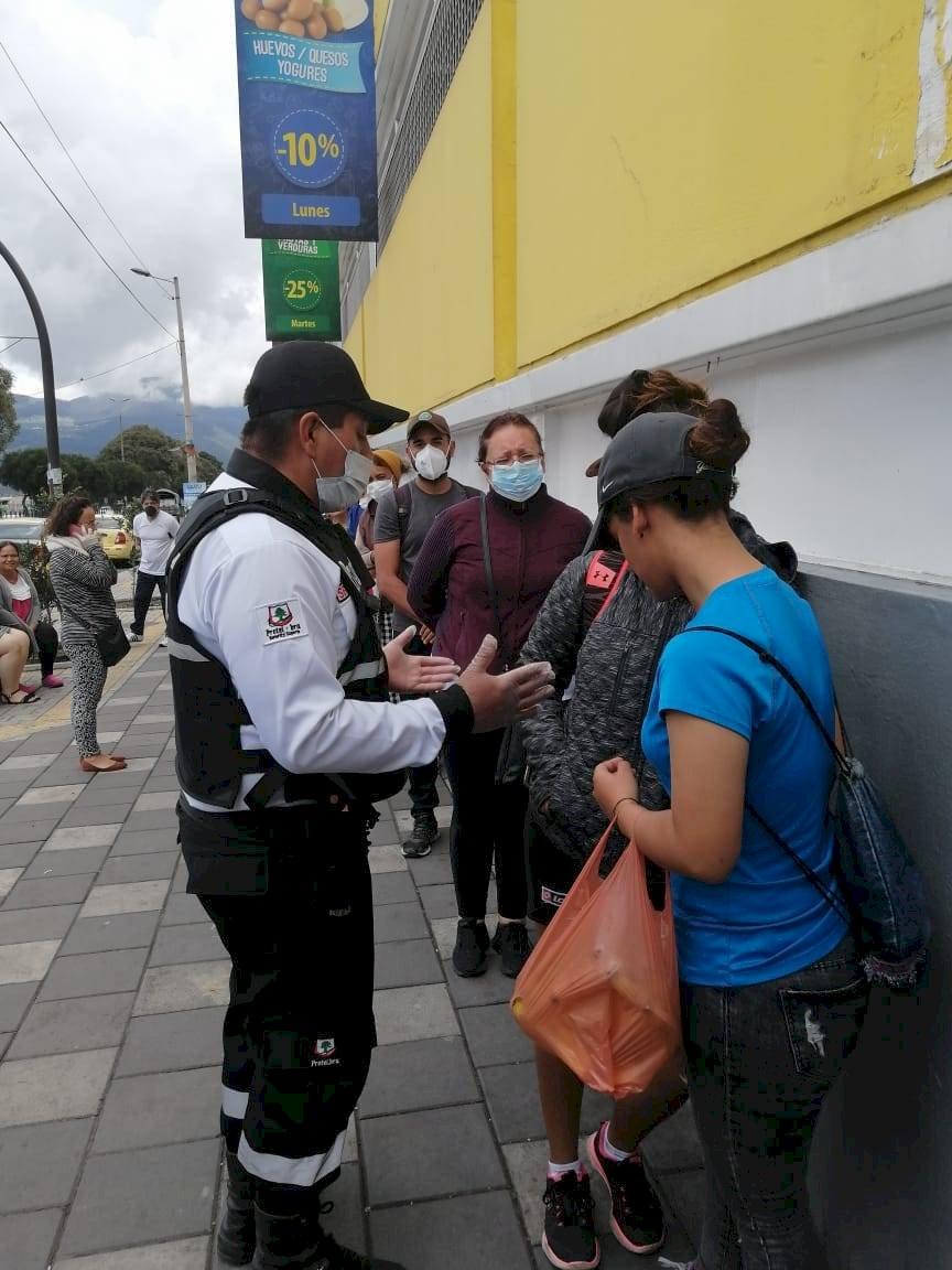 Quito: Supermercados aplican controles por coronavirus Anna Longares