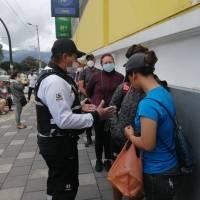 Quito: Supermercados aplican controles por coronavirus