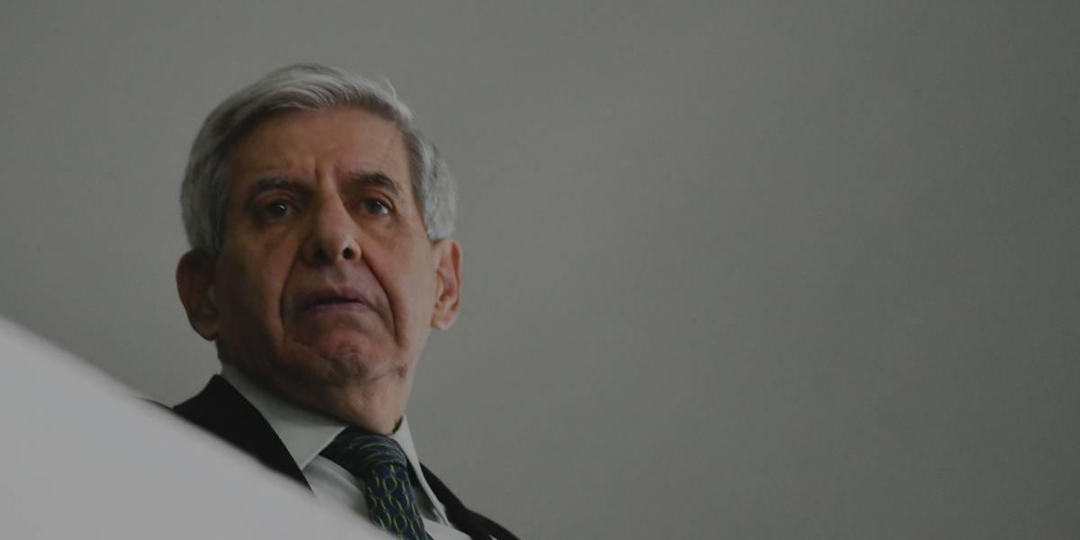 Apreensão do celular de Bolsonaro teria 'consequências imprevisíveis', alerta general Heleno