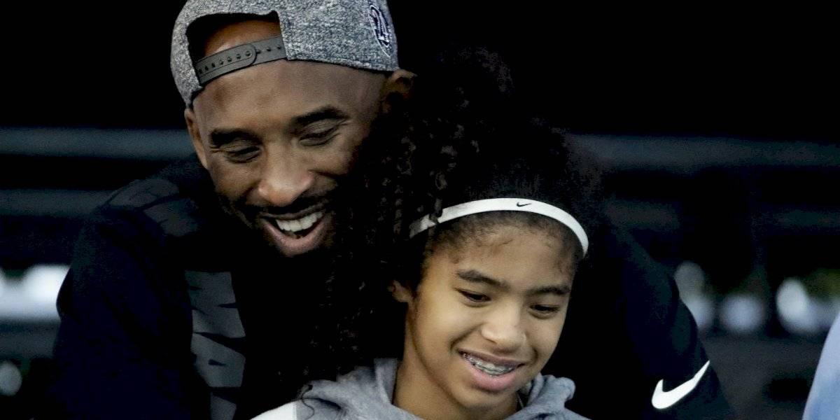 Arrestan hombre por cavar tumba de Kobe Bryant y su hija