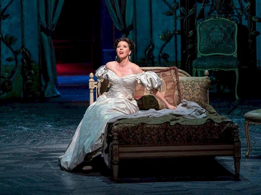 """Escena de """"La Traviata"""" de la MET Opera"""