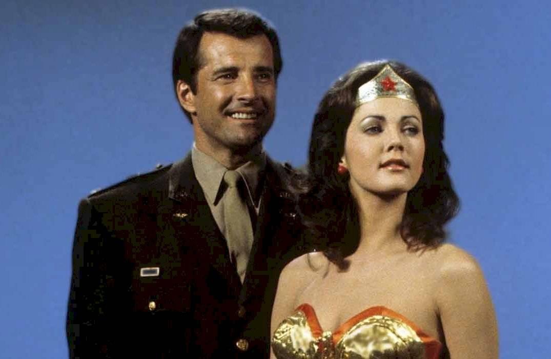 """El actor se hizo famoso como compañero de aventuras de """"La mujer maravillla"""""""