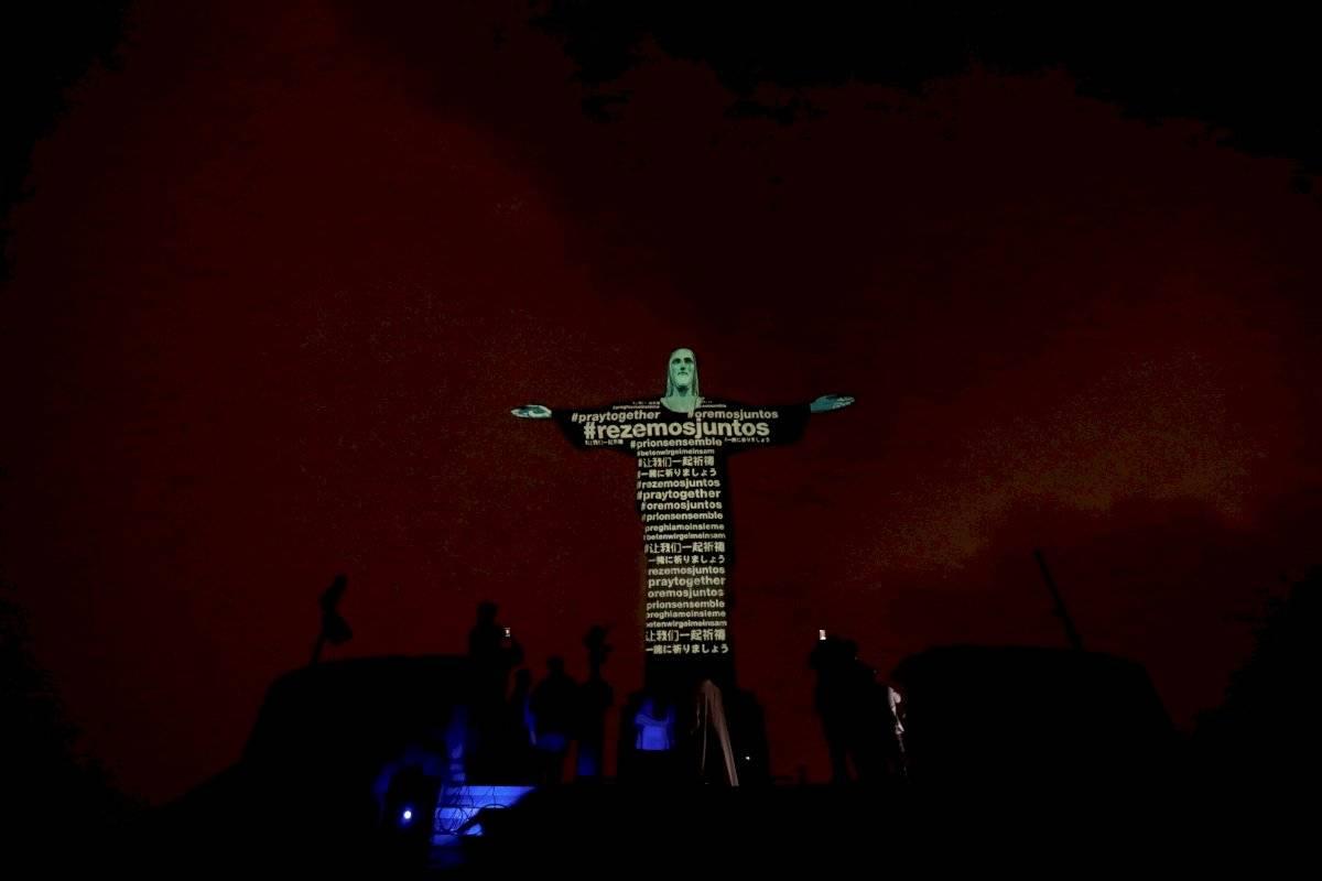 El Cristo Redentor de Brasil muestra banderas de países con casos de coronavirus EFE