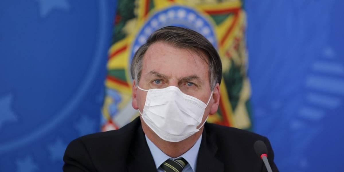 "Bolsonaro pide evitar ""histeria"" pero admite gravedad de pandemia de coronavirus"