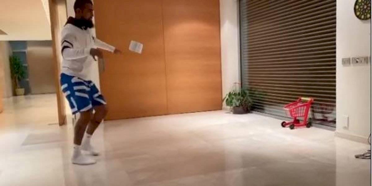 """Messi desafió a Vidal en el #10ToquesChallenge y el """"Rey"""" respondió a lo crack"""
