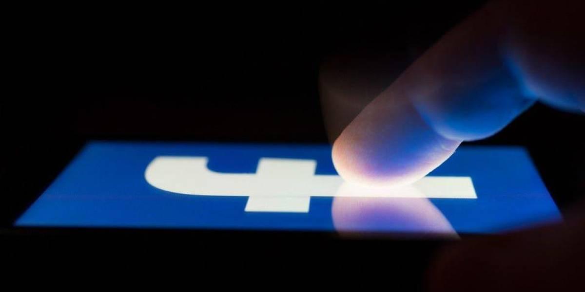 Ya empieza a aparecer Facebook en modo oscuro en Latinoamérica