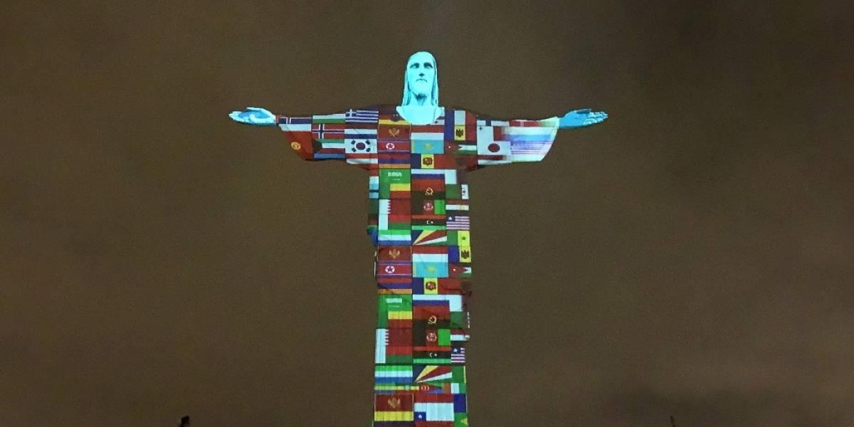 VIDEO. Cristo Redentor se ilumina con las banderas de los países afectados por el coronavirus