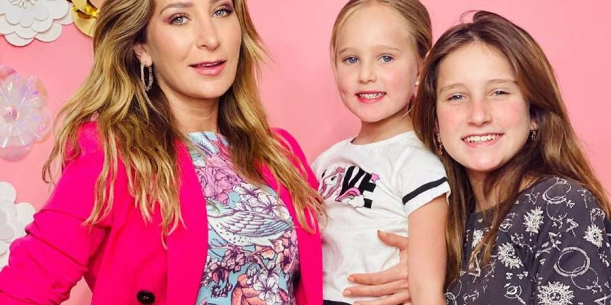 Geraldine Bazán se deja ver sin maquillaje en divertida selfie junto a sus hijas