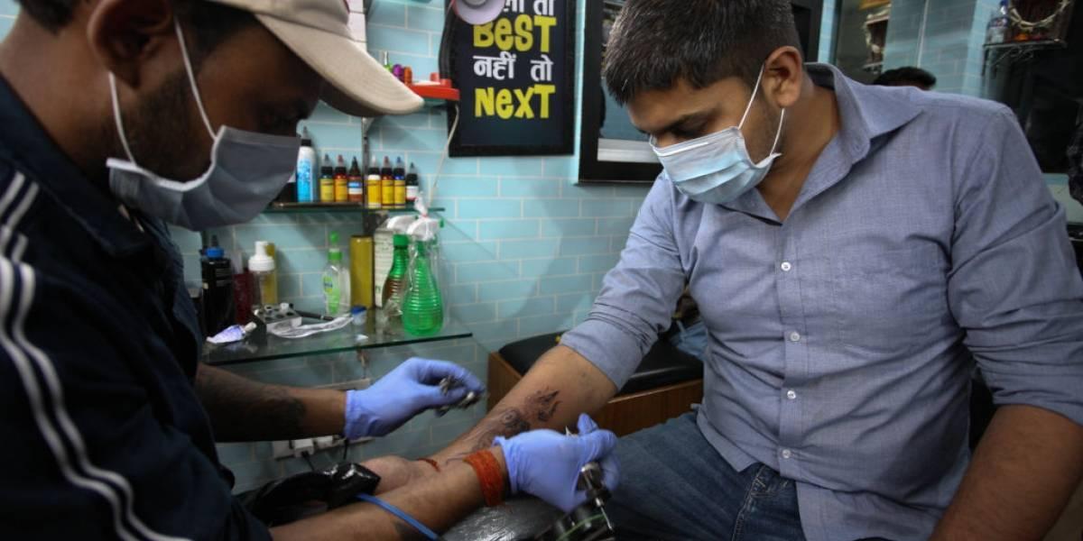 Algumas pessoas estão fazendo tatuagens inspiradas no coronavírus; confira
