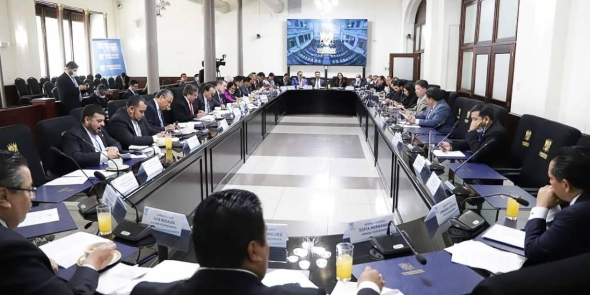 Designan a diputados para discutir propuesta de Giammattei