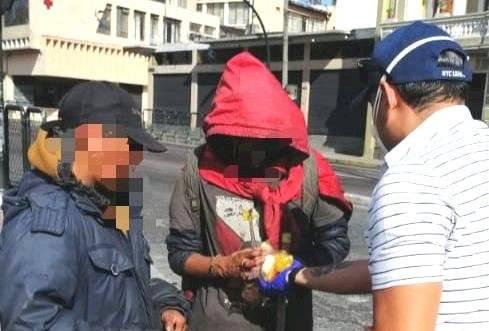 Quito: personas en situación de calle reciben kits de alimentos