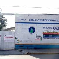 Cancelan programa de verificación vehicular en Puebla y clausuran 6 verificentros