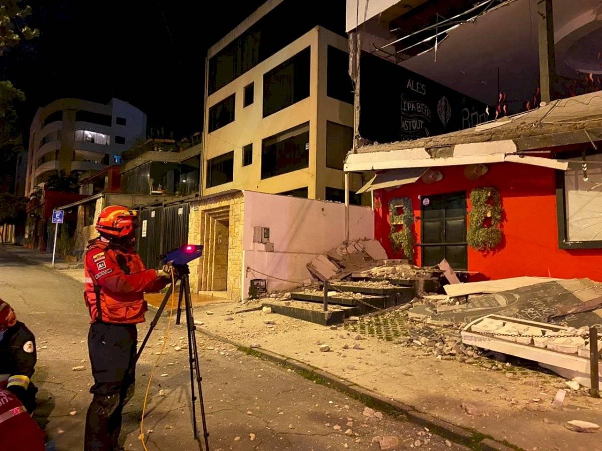Colapso estructural de restaurante en La Floresta, norte de Quito Bomberos Quito