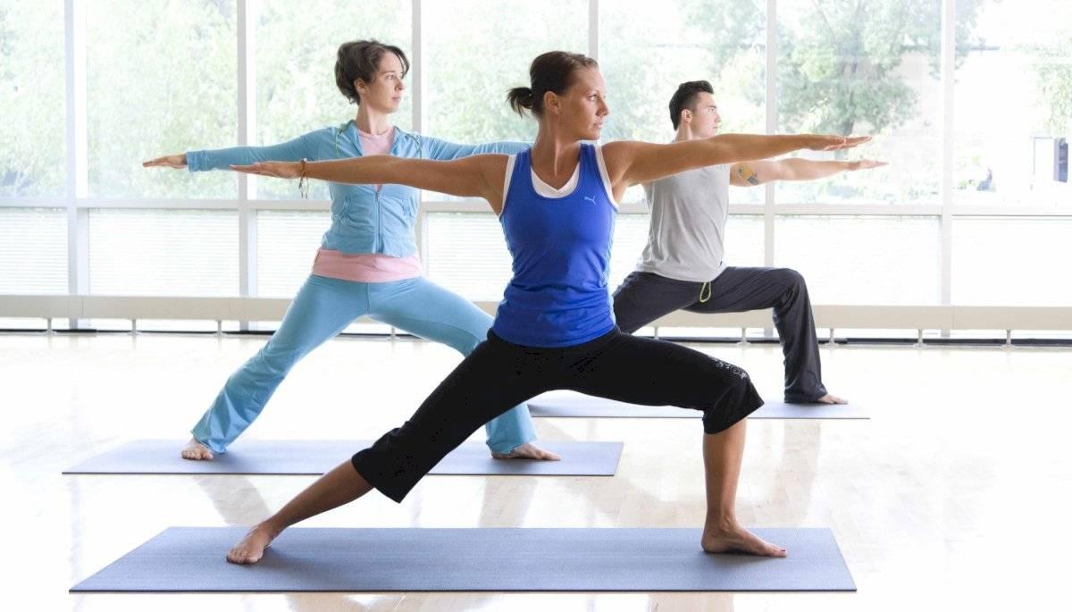 Las posturas de pie son ideales para el estiramiento durante el embarazo