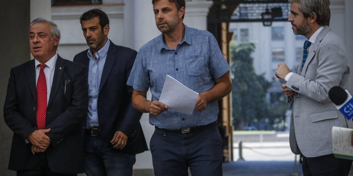 """Los alcaldes obligan al Gobierno a crear una """"Mesa Social Covid-19"""""""
