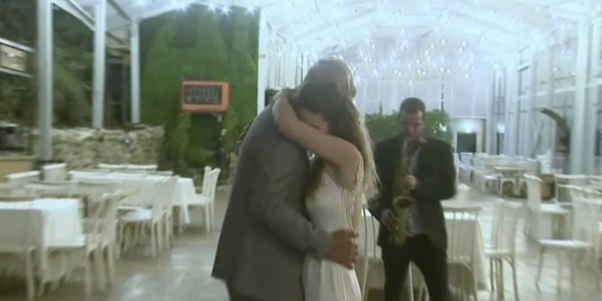 Pareja se casa mientras sus invitados les veían por Internet