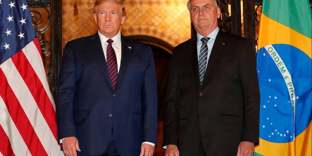 Covid-19: Trump revela preocupação com 'surto' e cogita restringir voos do Brasil