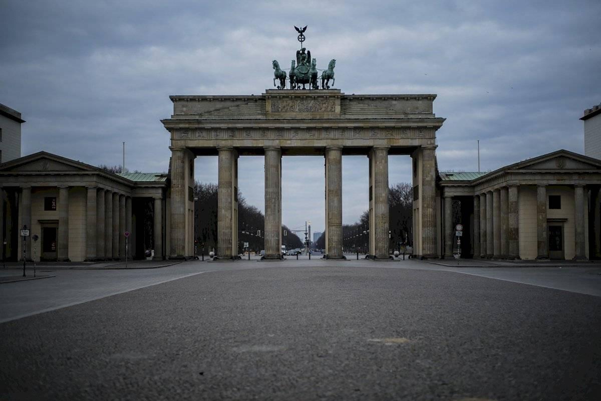 La Pariser Platz frente a la Puerta de Brandenburgo está vacía en Berlín el 19 de marzo del 2020.
