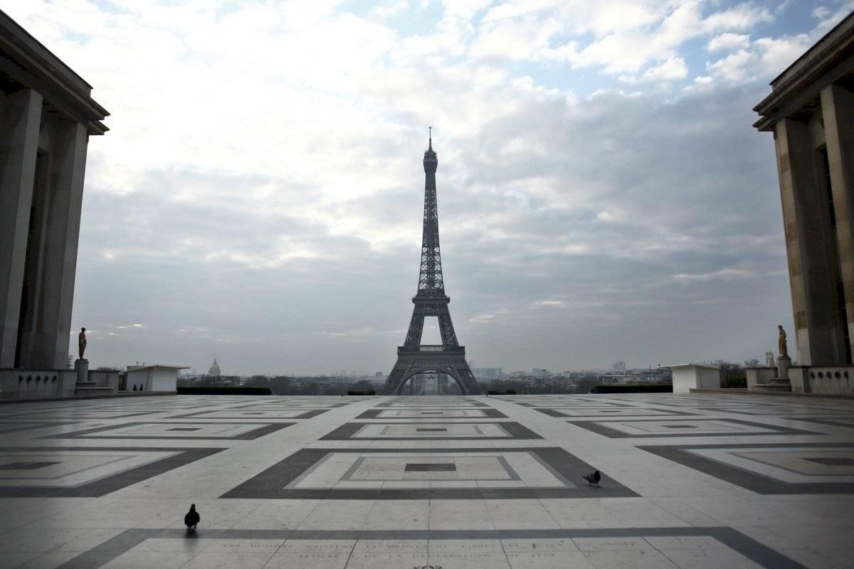 Esta foto del 18 de marzo del 2020 muestra la plaza de Trocadero, delante de la Torre de Eiffel, en París.