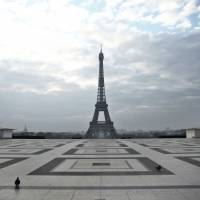 Arrestan en París a agente de modelos vinculado con Epstein