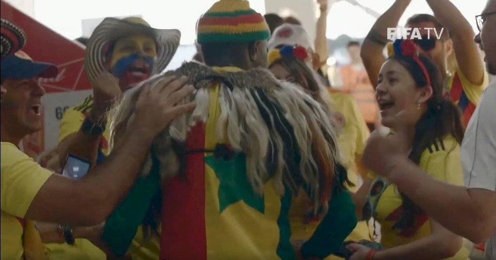 Las imágenes de consuelo de los hinchas colombianos a los senegaleses