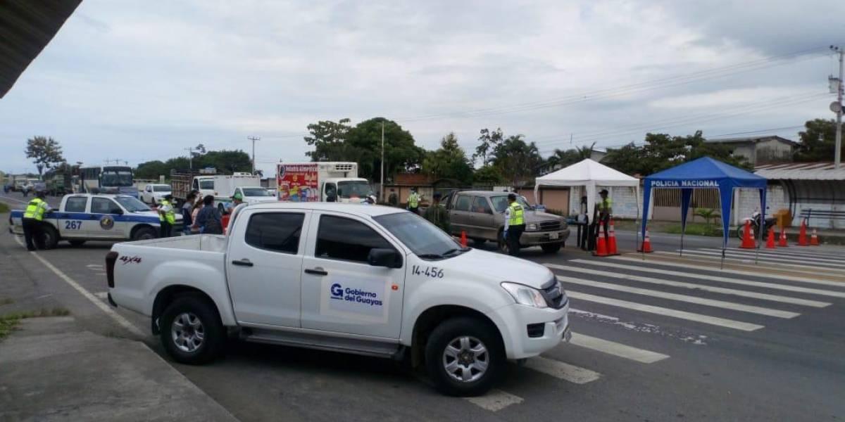 Camionetas del Gobierno del Guayas respaldan los operativos de control en la provincia