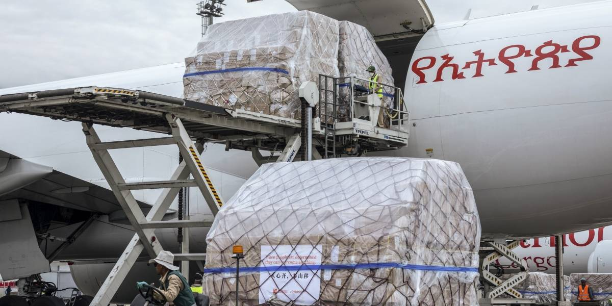 Multimillonario chino envía ayuda al África