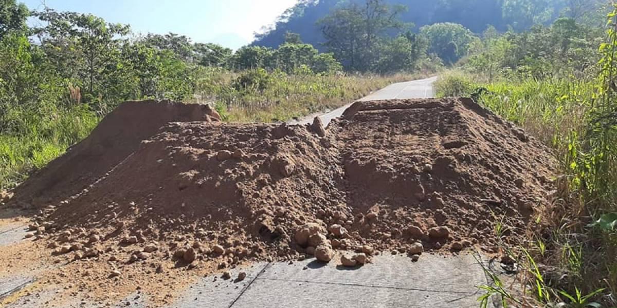 VIDEO. Municipalidad de Chicacao cierra tramo carretero para evitar propagación de coronavirus
