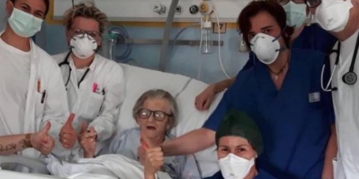 Paciente de 95 años se cura de coronavirus y se convierte en la imagen de la resistencia