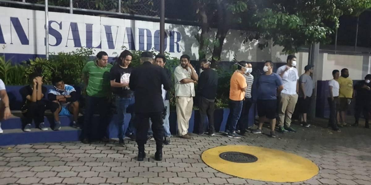 Detienen a 70 personas en El Salvador por violar la cuarentena