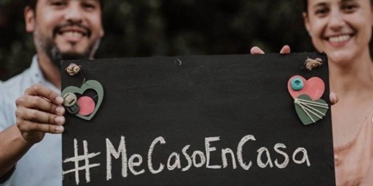 Por la pandemia provocada por el coronavirus, pareja celebra su boda por videochat