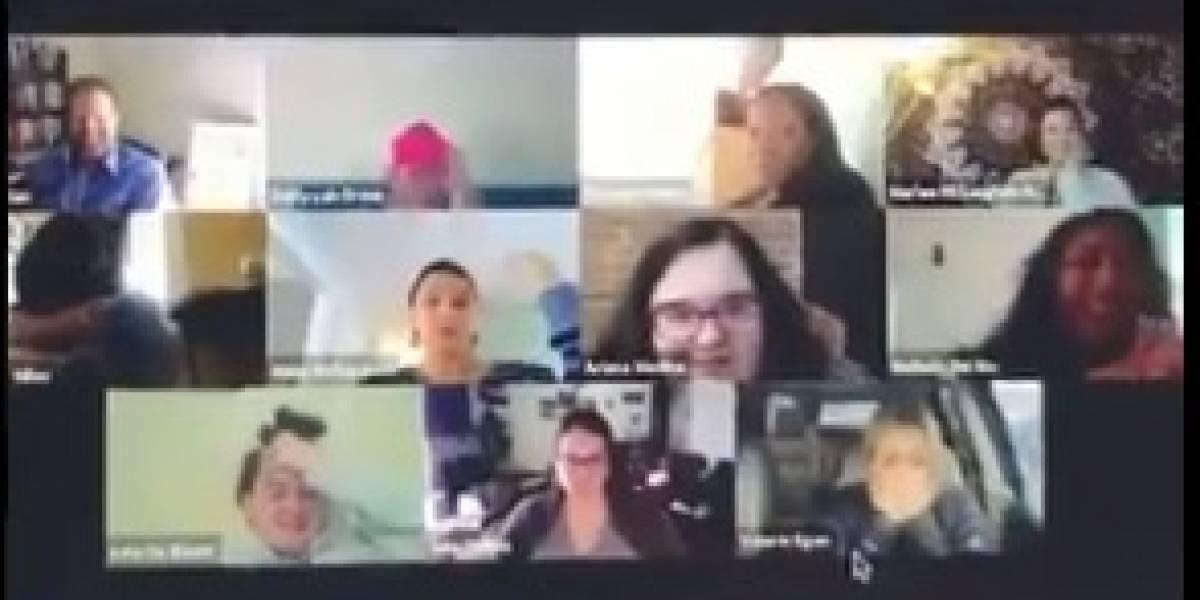 Olvidó desactivar la cámara web mientras iba al baño y se volvió viral