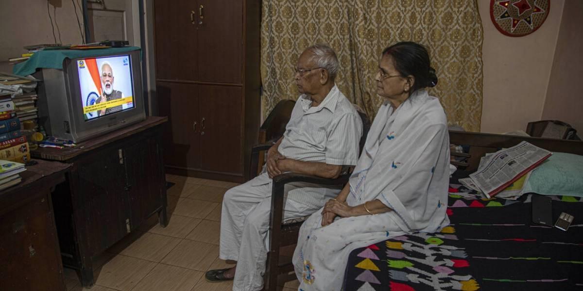 India ordena cuarentena para sus mil 300 millones de habitantes