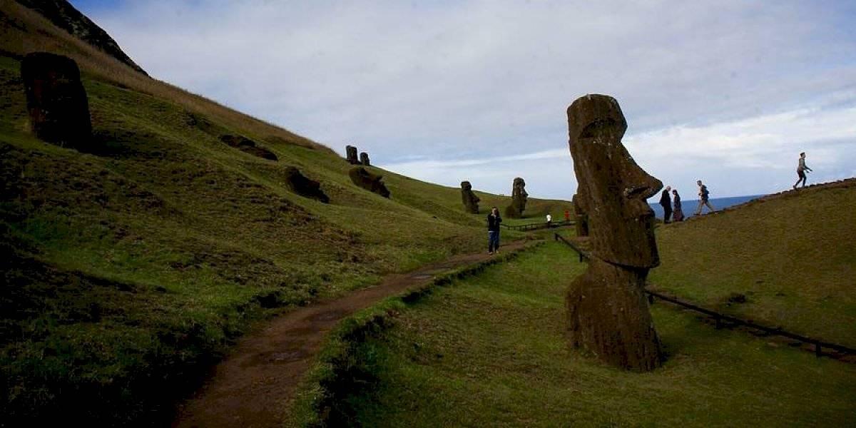 """Alcalde de Rapa Nui en picada contra ministro Mañalich: """"Es un loco. ¡Llévenlo al manicomio!"""""""
