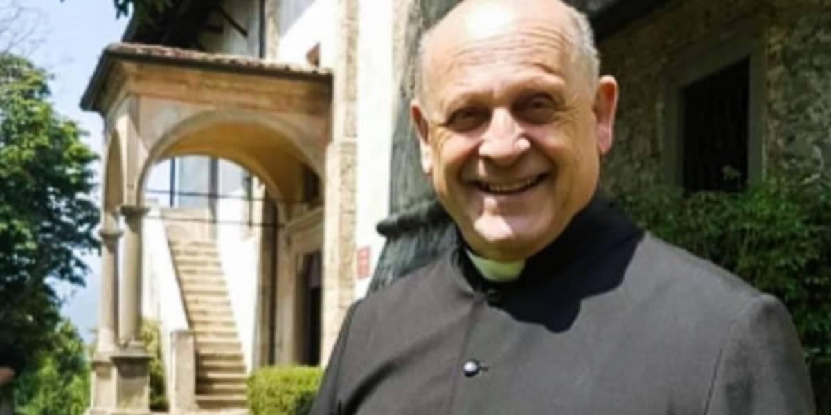 Muere sacerdote de coronavirus tras ceder su respirador a un joven